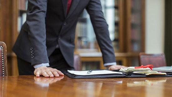 چگونه وکیل خوب پیدا کنیم؟