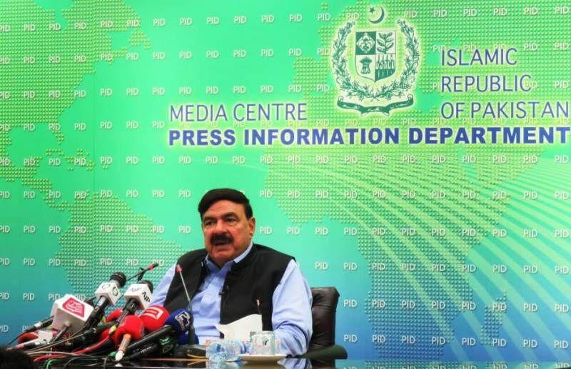 خبرنگاران وزیر راه آهن پاکستان: مطالبه مردم ما لغو تحریم های ایران است